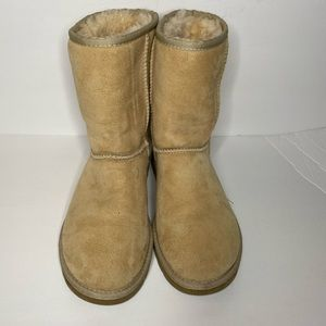 *NWOT cream ugg fur lined boots